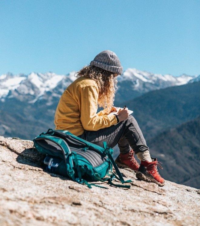 travel-diary-woman-montain.jpg