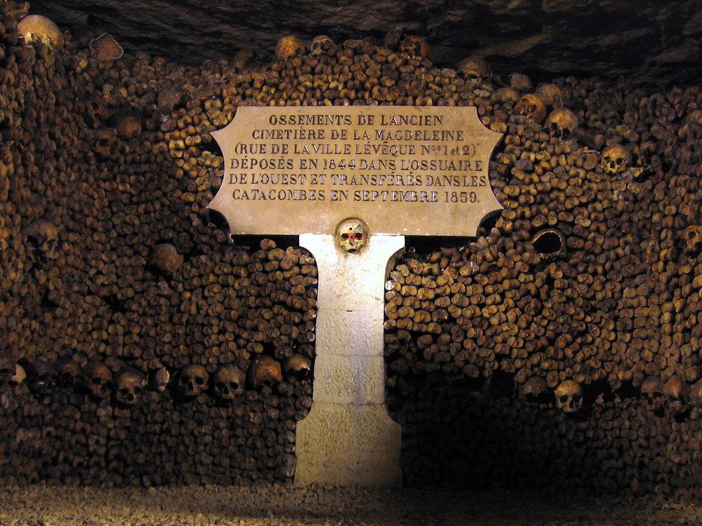 paris insolite catacombes